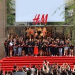 Cơn bão ngàn người vào ngày H&M khai trương