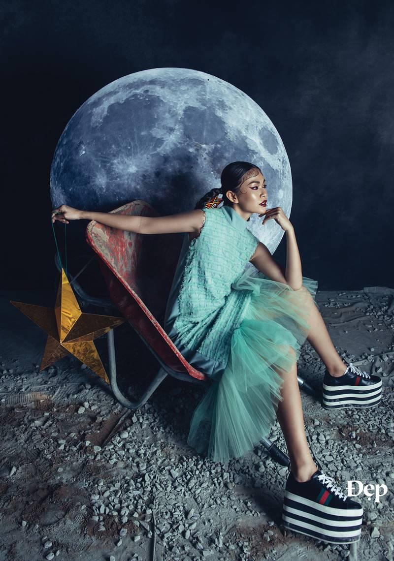 """Ngắm Sơn Tùng M-TP và Mâu Thủy ma mị và quyến rũ trong """"To the Moon and Back"""""""
