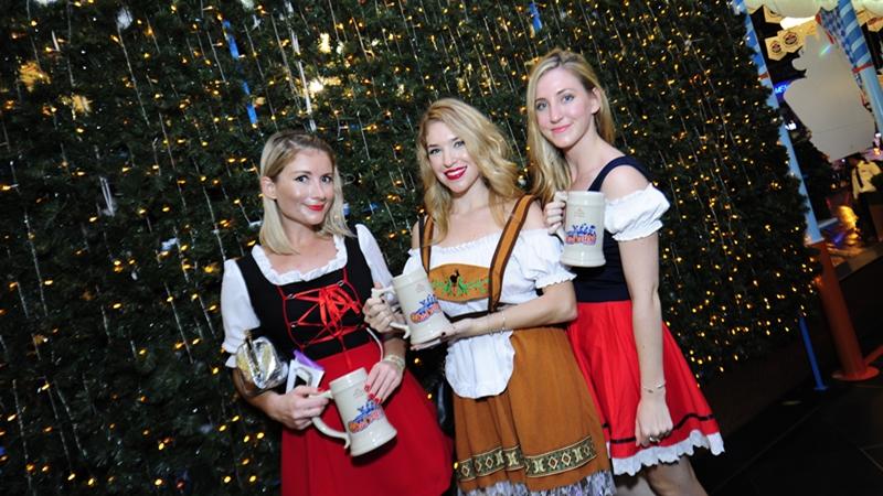Thêm vào đó, thực khách sẽ được thoải mái thưởng thức bia Đức nhập khẩu, gồm bia tươi Krombacher và bia lúa mì Schneider Weisse.