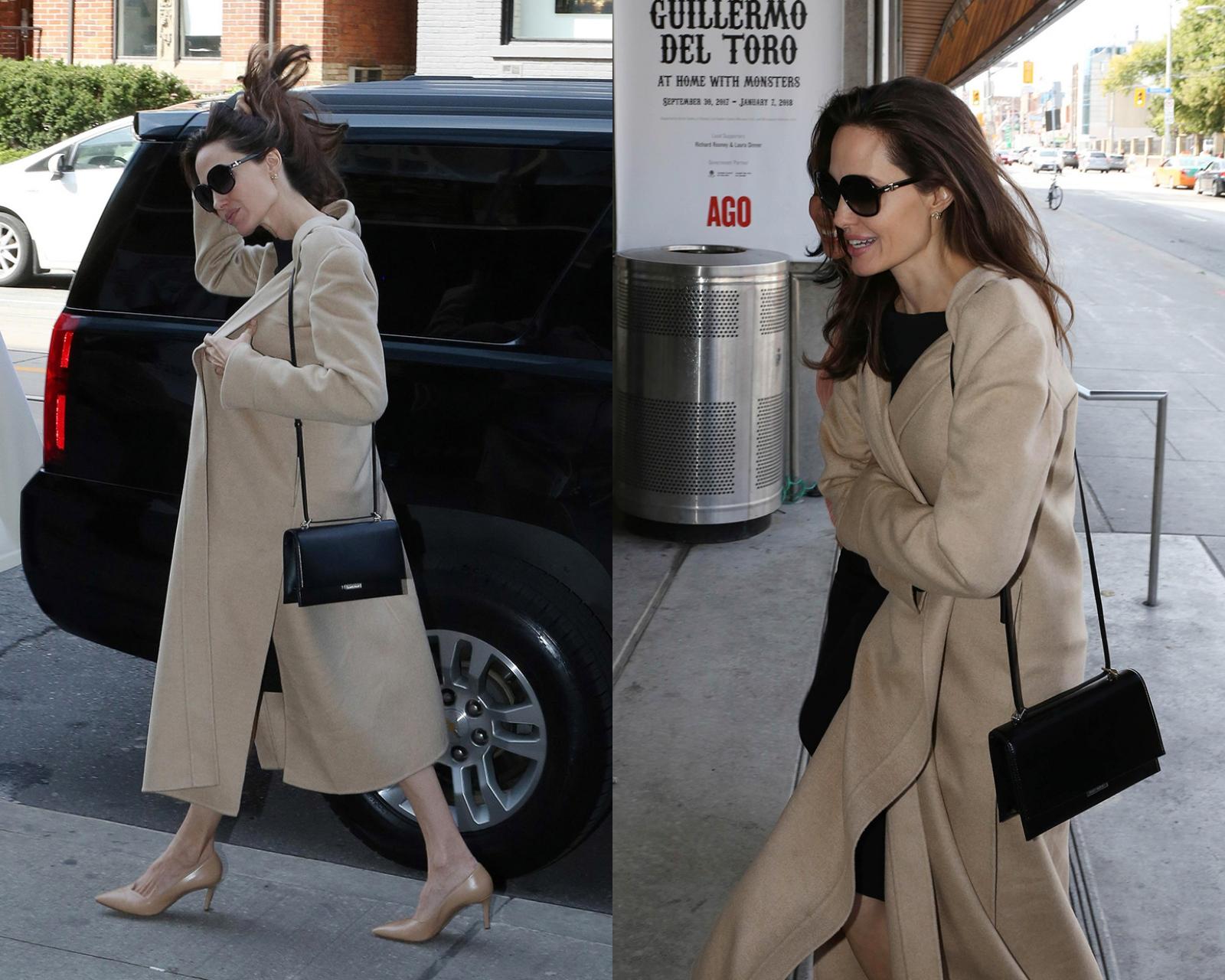 Hình ảnh của Angelina Jolie tại Canada với bộ trang phục sang trọng đậm chất Pháp