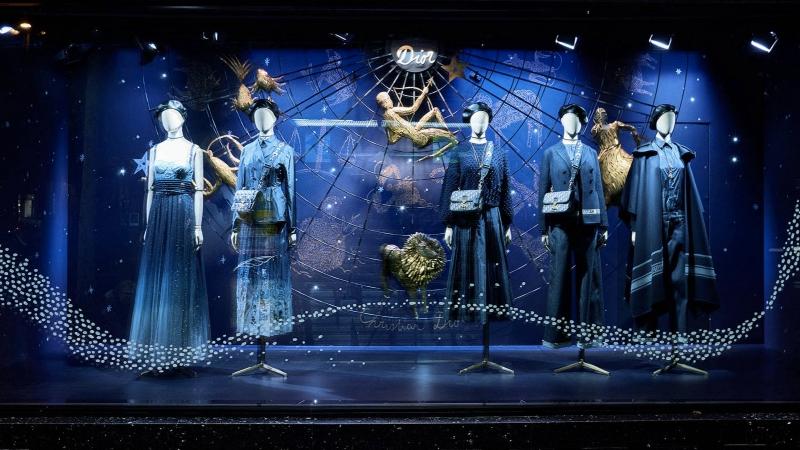 """Các thiết kế """"chiêm tinh"""" của Dior mê hoặc những tín đồ shopping tại Paris"""