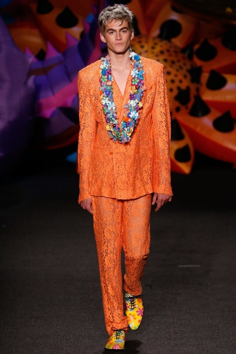 Presley Gerber trong show diễn Resort 2017 của Moschino ra mắt năm ngoái tại Los Angeles, Mỹ
