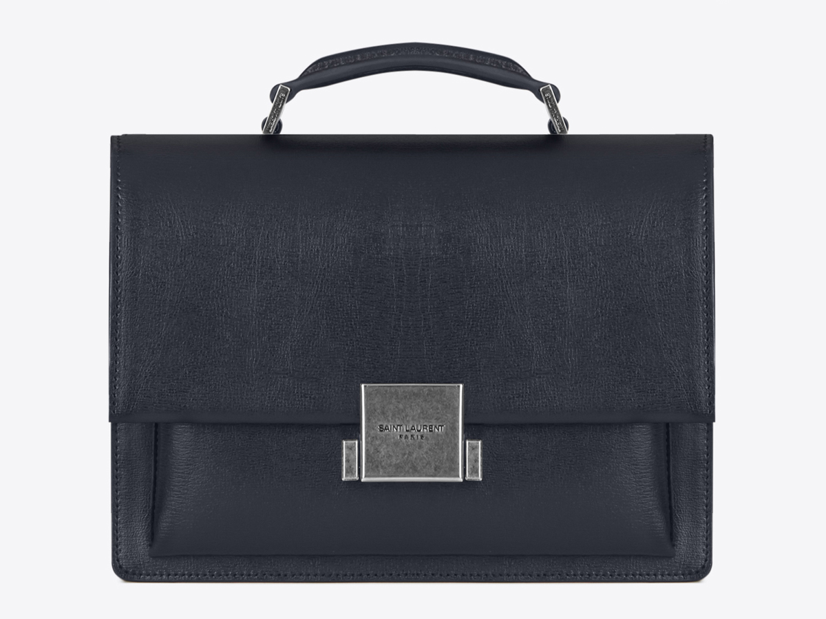 Túi xách Bellechase của Saint Laurent được ra mắt trước đó cũng có phom dáng tương tự với túi Babylone.