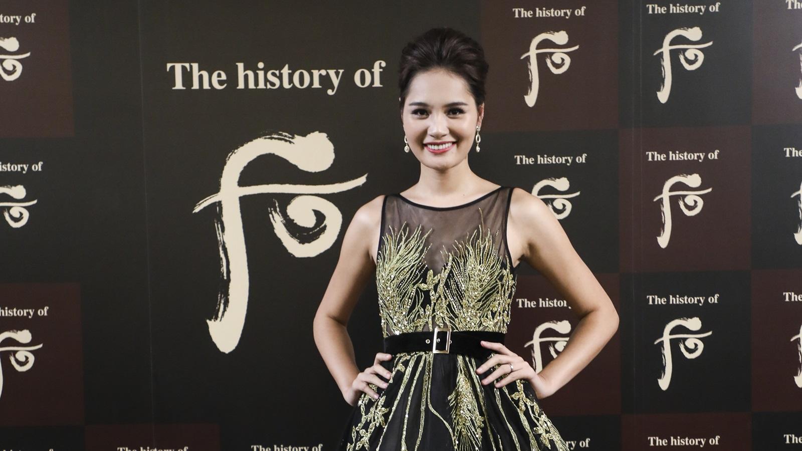 Hoa hậu Hương Giang hội ngộ Trương Tử Lâm tại yến tiệc cung đình của mỹ phẩm The History of Whoo
