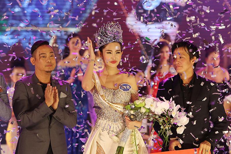 Tân Hoa hậu Đại dương Âu Ngân đã tốt nghiệp đại học và chuẩn bị học lên thạc sĩ.