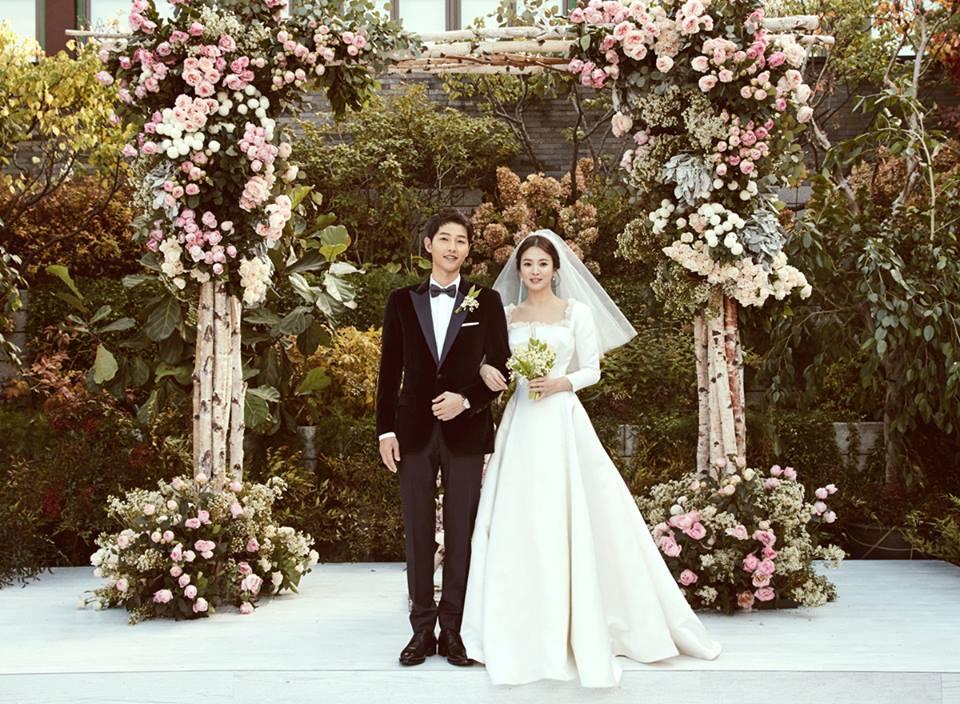 Vẻ hạnh phúc rạng ngời của cặp đôi Song Hye Kyo và Song Joong Ki có sức lan tỏa đến tất cả những ai theo dõi đám cưới của họ.