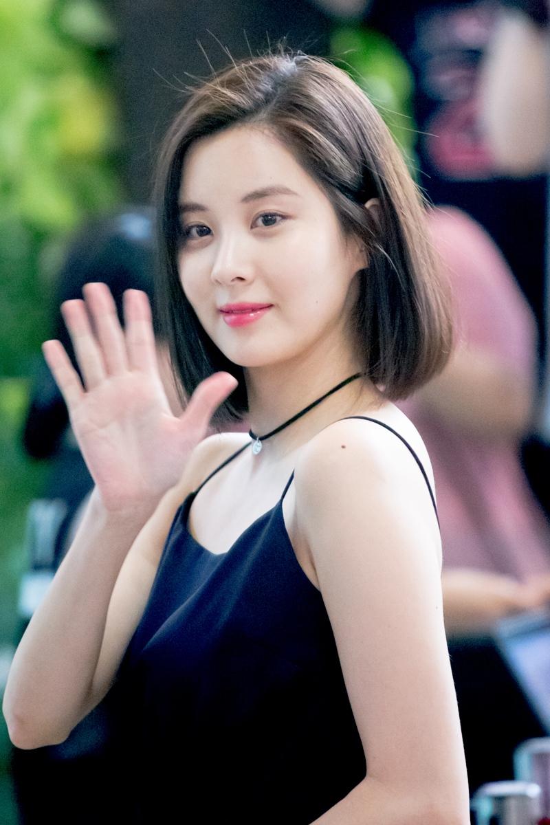 ...và cô em út SNSD SeoHuyn lại chọn cho mình mái tóc bob ngang vai thanh lịch.