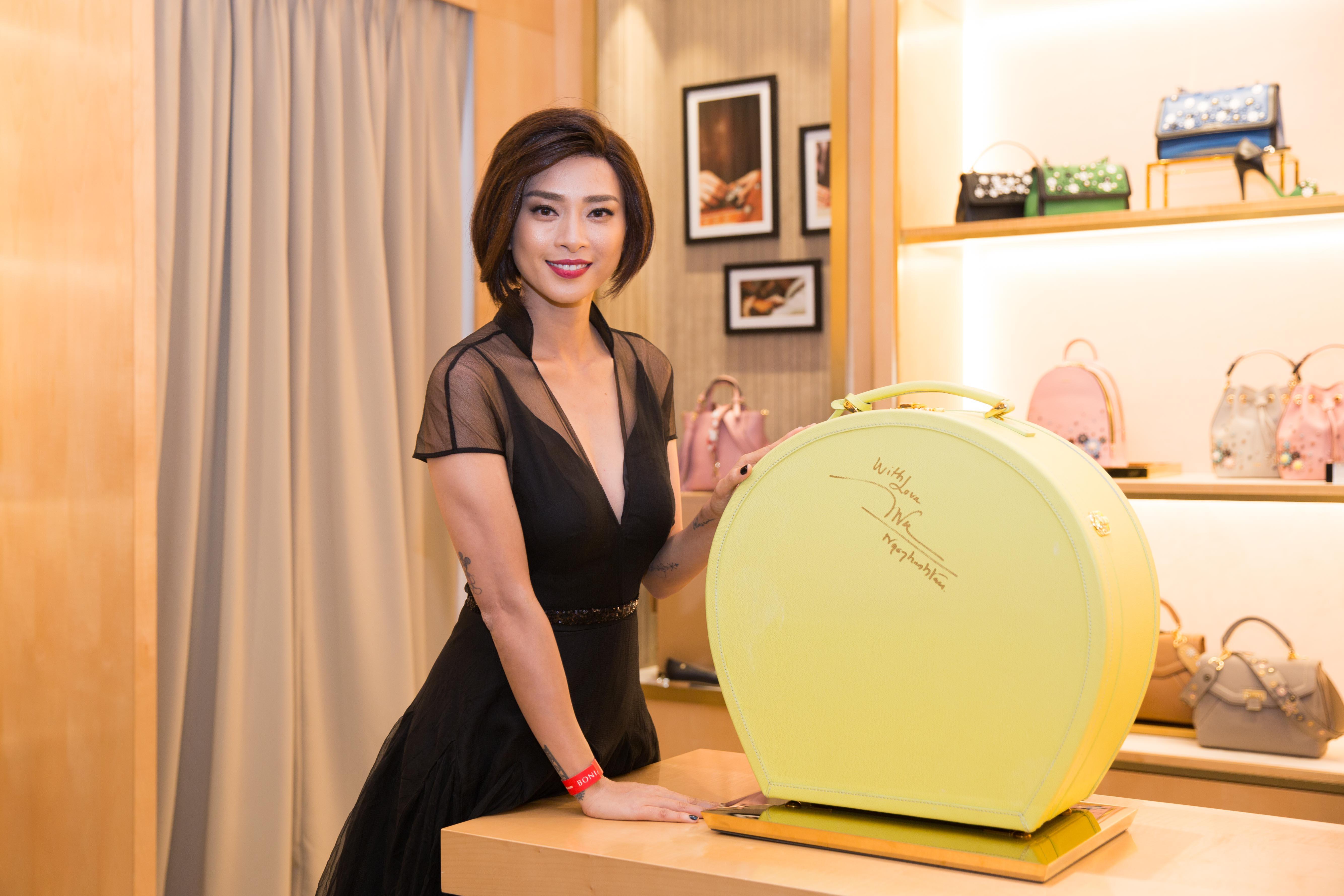 Ngô Thanh Vân sang trọng xuất hiện trong buổi khai trương cửa hàng BONIA