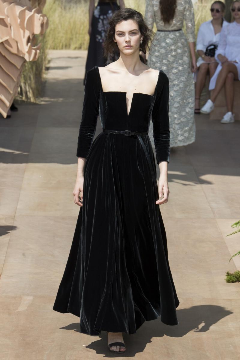 Thiết kế đầm nguyên bản trong BST Haute Couture Thu Đông 2017 của Dior