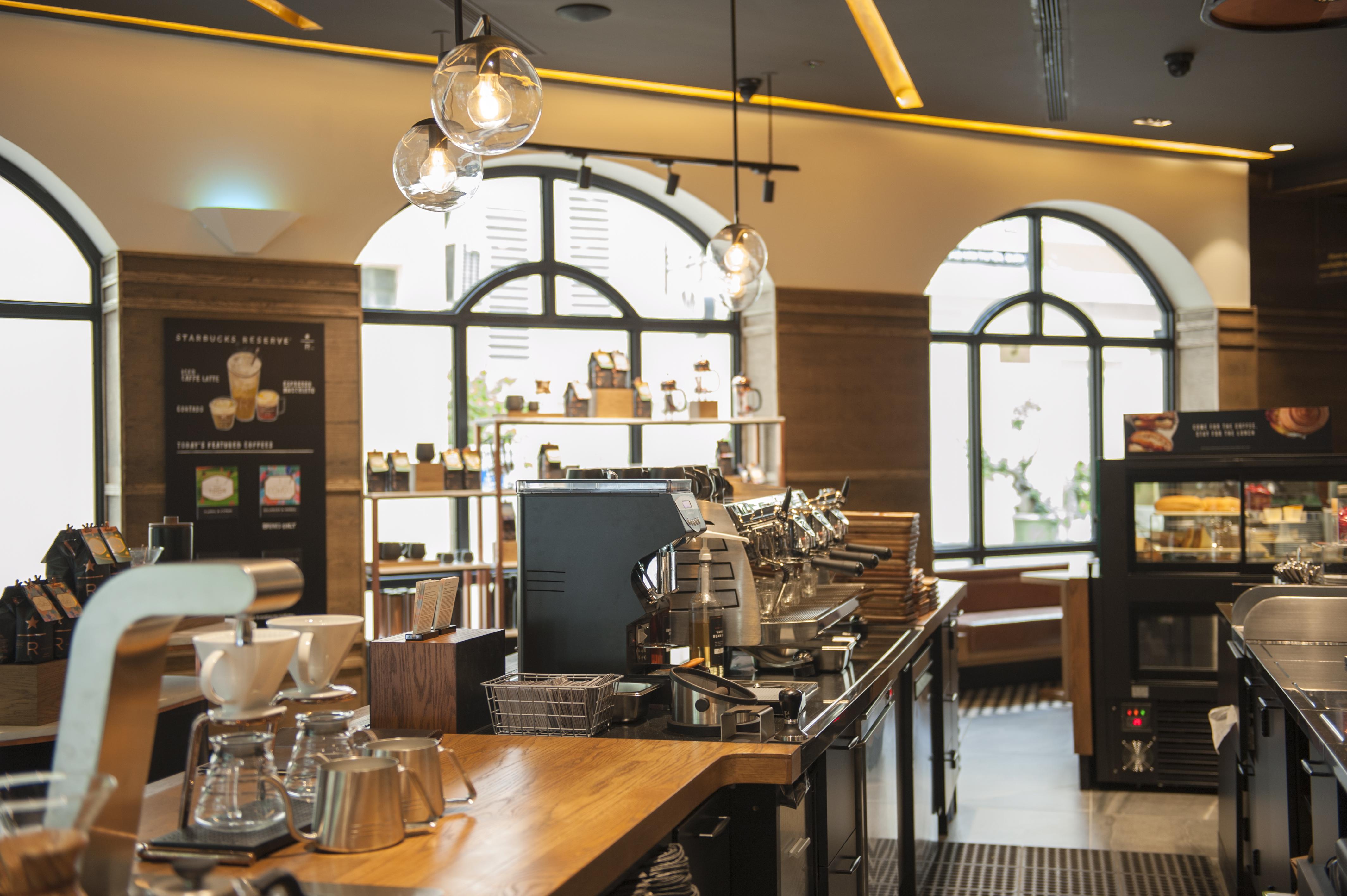 Không gian bên trong cửa hàng Starbucks Reserve đầu tiên tại Tp.HCM