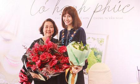 """Mẹ Trấn Thành khen Hari: """"Mẹ rất hãnh diện khi có người con dâu như con"""""""