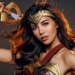 """Halloween, Minh Tú cosplay """"nữ thần"""" Wonder Woman gợi cảm không thua Gal Gadot"""