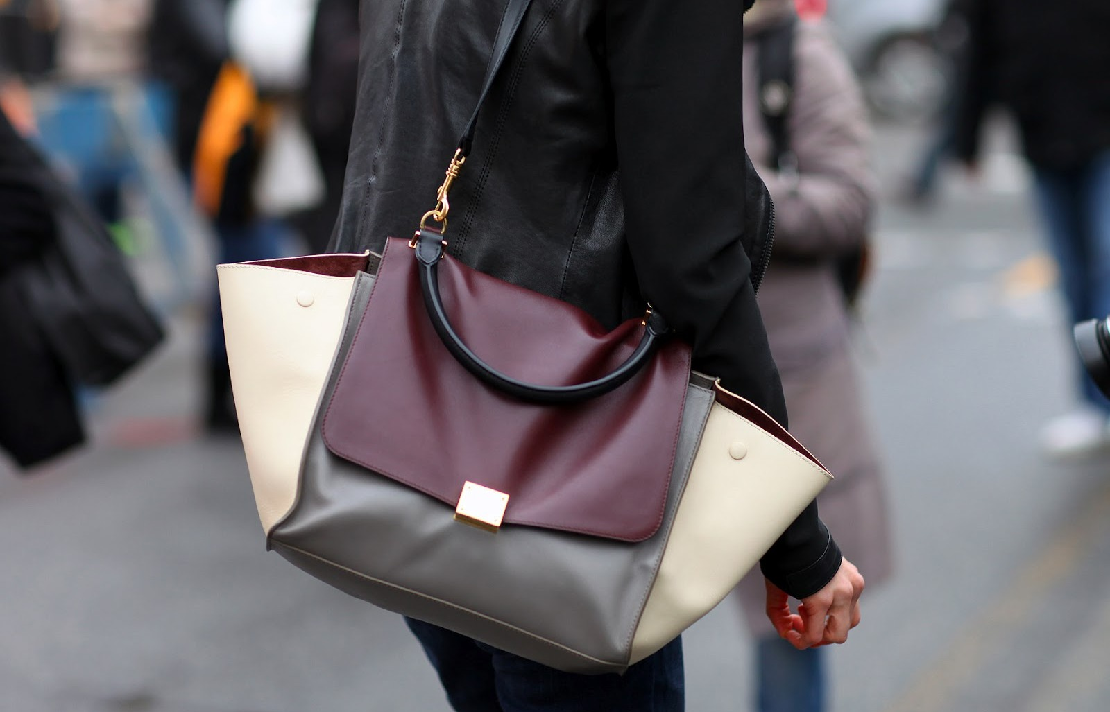 street-style-bags-inspiration-for-your-elegant-spring-accessories