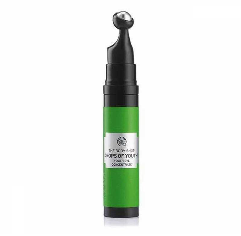 The Body Shop - Drop of Youth Eye Concentrate: Kem dưỡng dạng lăn chứa công nghệ tế bào gốc hoa nhung tuyết làm tươi sáng vùng da quanh mắt và làm mờ các nếp nhăn. Giá: 628.000VND