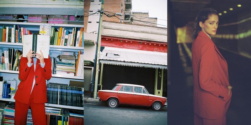 Cô nàng Sofía Sanchez de Betak chọn mặc bộ suit màu đỏ phối cùng áo sơ mi xanh baby nhẹ nhàng, tạo nên những lớp trang phục hoàn hảo khi gió heo may mùa thu đến trong thành phố. Tông màu đỏ nổi bật có thể bắt gặp qua những hình ảnh trên đường phố Buenos Aires như chiếc xe ô tô cổ hay biển hiệu,… trở thành cảm hứng cho bộ trang phục này.