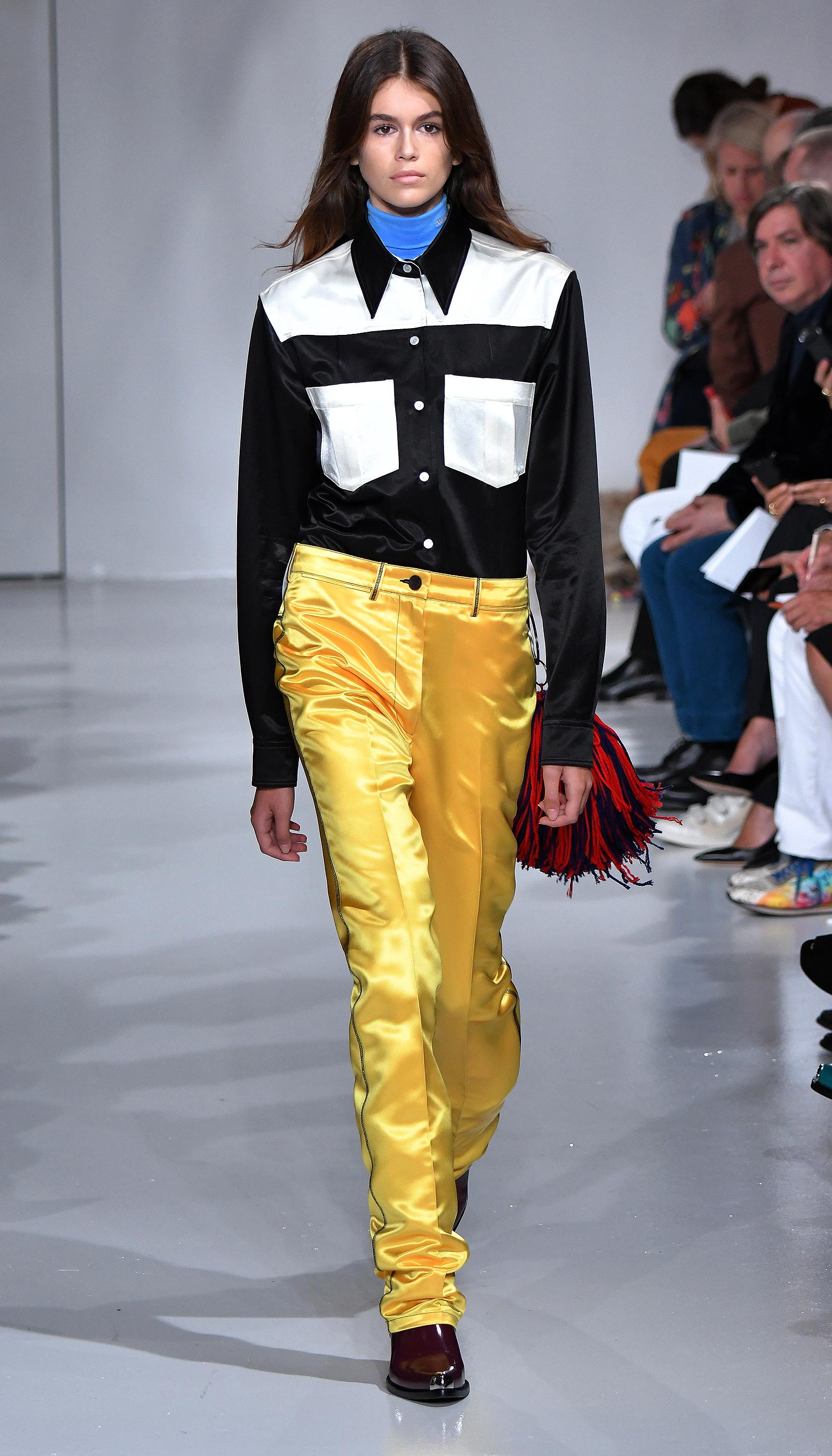 Show diễn catwalk mở màn của Kaia Gerber trong tuần lễ thời trang Xuân Hè 2018 chính là tại Calvin Klein, New York.