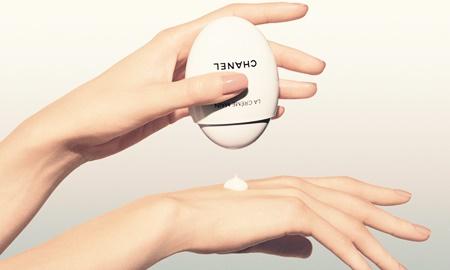 """Không ngờ rằng có ngày Chanel lại ra mắt một """"quả trứng"""" dưỡng da tay đáng yêu như thế này"""
