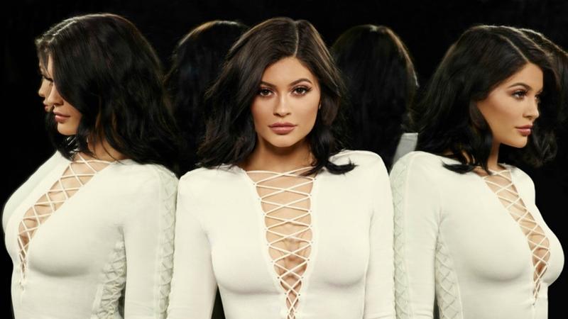 Kylie Jenner với đôi môi tều đặc trưng trở thành biểu tượng cho sự gợi cảm