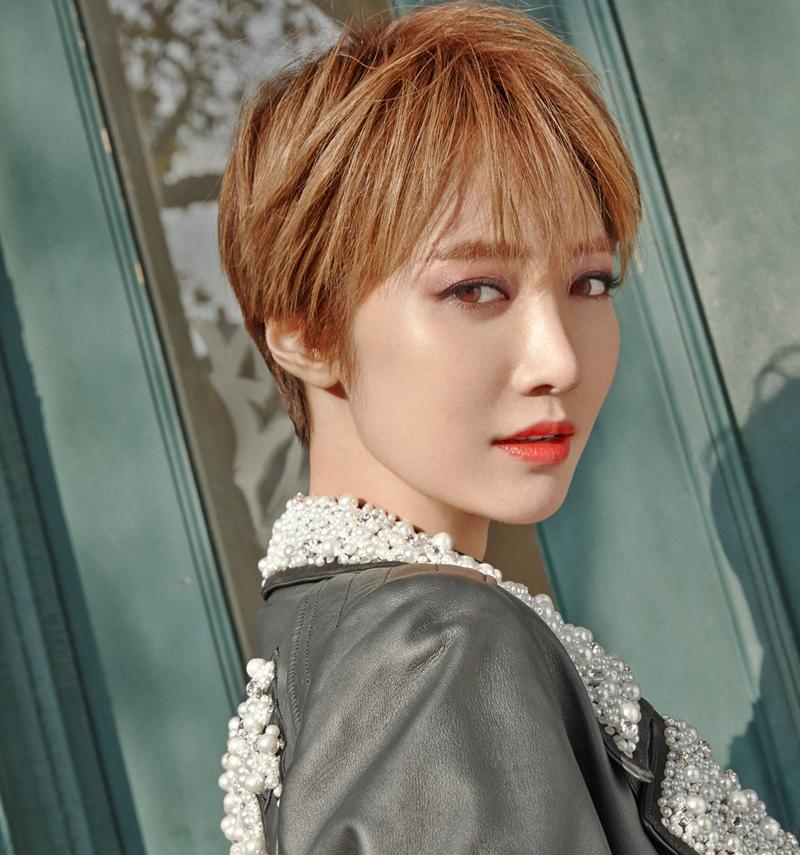 """Cô bạn gái xinh đẹp Go Joon Hee trong """"She was pretty"""" nổi tiếng với mái tóc pixie..."""
