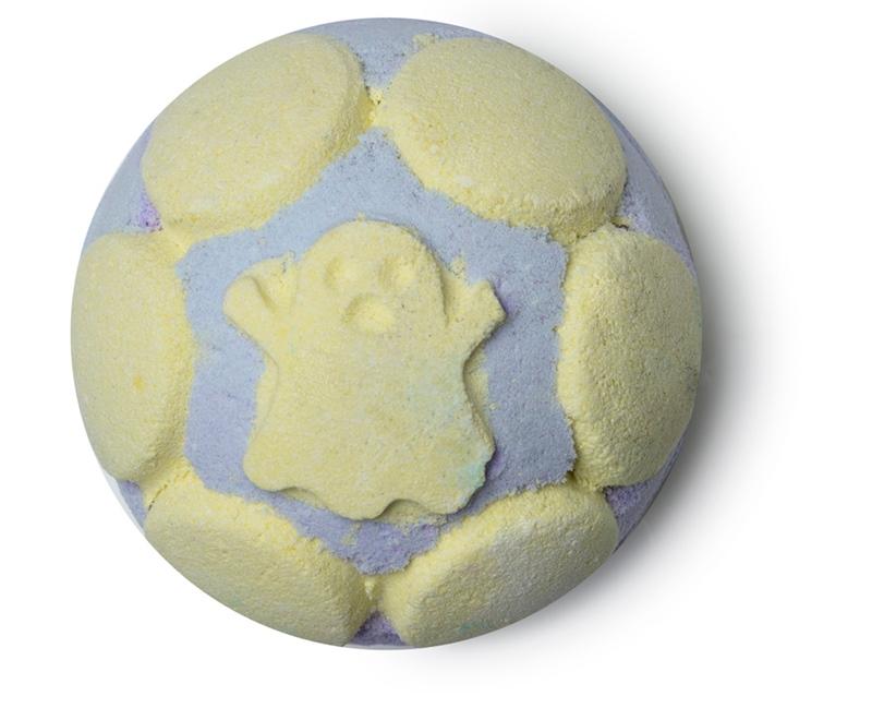 Lush Ectoplasm Jelly Bomb (7,95USD, khoảng 180.000VND): Với thành phần tinh dầu hạt nho, trái bom tắm hình con ma tinh nghịch này sẽ mang đến cho bạn một làn da mịn màng cùng hương thơm ngọt ngào.