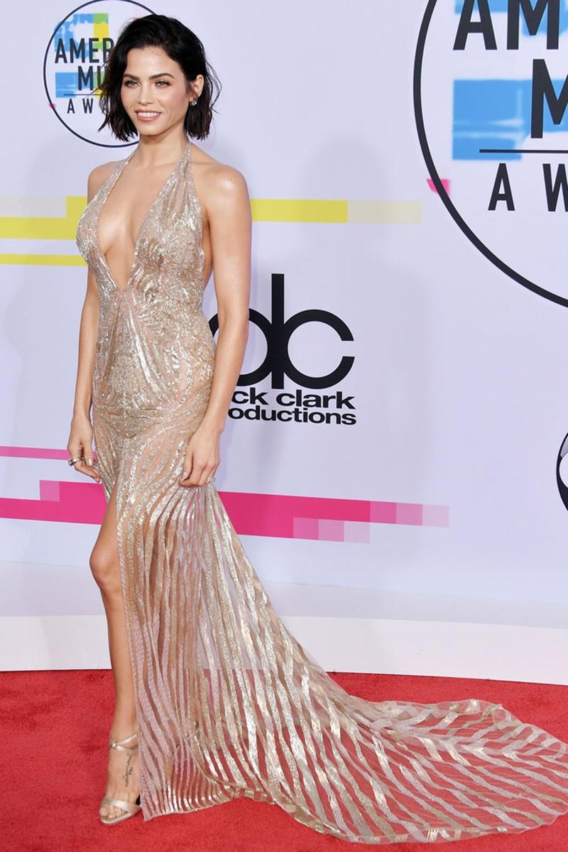 Jenna Dewan, vợ của tài tử Channing Tatum, tỏa sáng như một nữ thần trong thiết kế đầm mỏng manh, quyến rũ đến tột cùng của  Julien MacDonald mang cùng giày Giuseppe Zanotti.