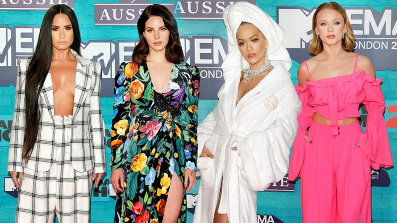 """Rita Ora choàng khăn tắm, Demi Lovato khéo khoe """"vòng 1"""" trên thảm đỏ MTV EMA 2017"""