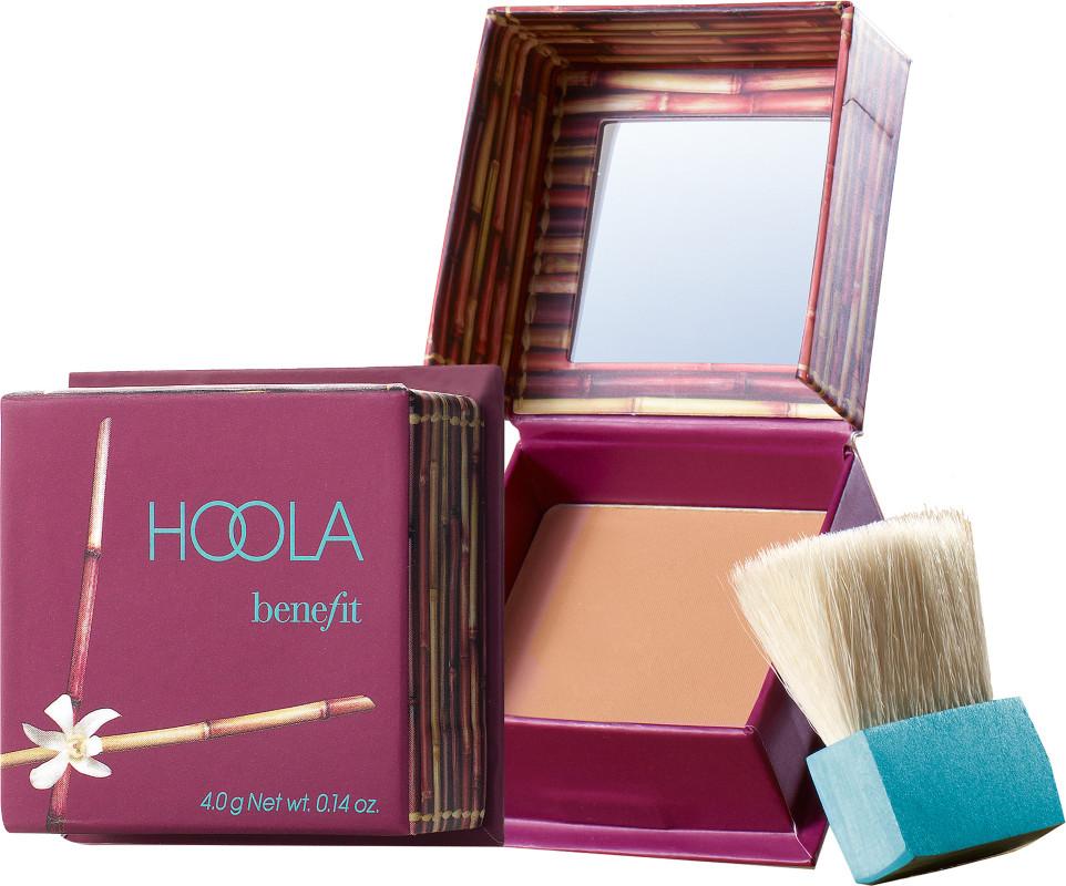 Hoola - Phấn tạo khối màu trung tính: màu sắc cam nâu nhẹ mang lại vẻ tự nhiên cho khuôn mặt. Giá: 26 Aud (khoảng 448.000VND)