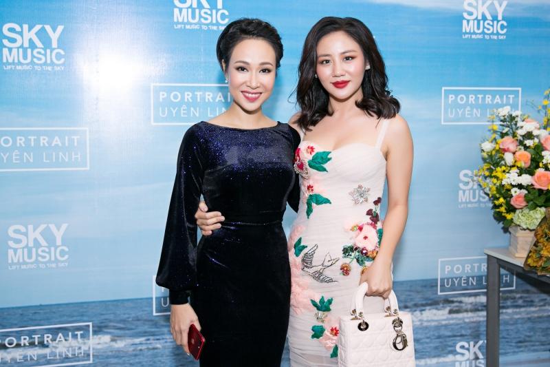 Văn Mai Hương cũng có mặt để chúc mừng sản phẩm âm nhạc mới của Uyên Linh
