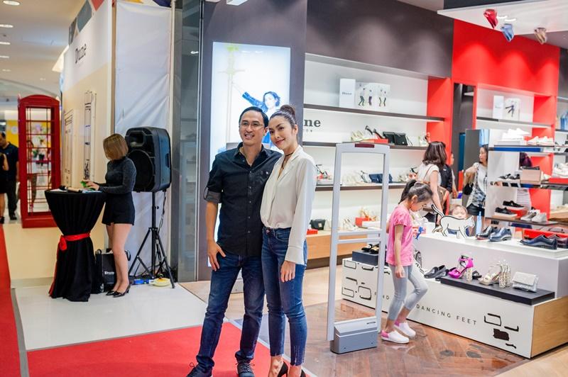 Tăng Thanh Hà và Louis Nguyễn sánh đôi tại tiệc khai trương cửa hàng Dune London