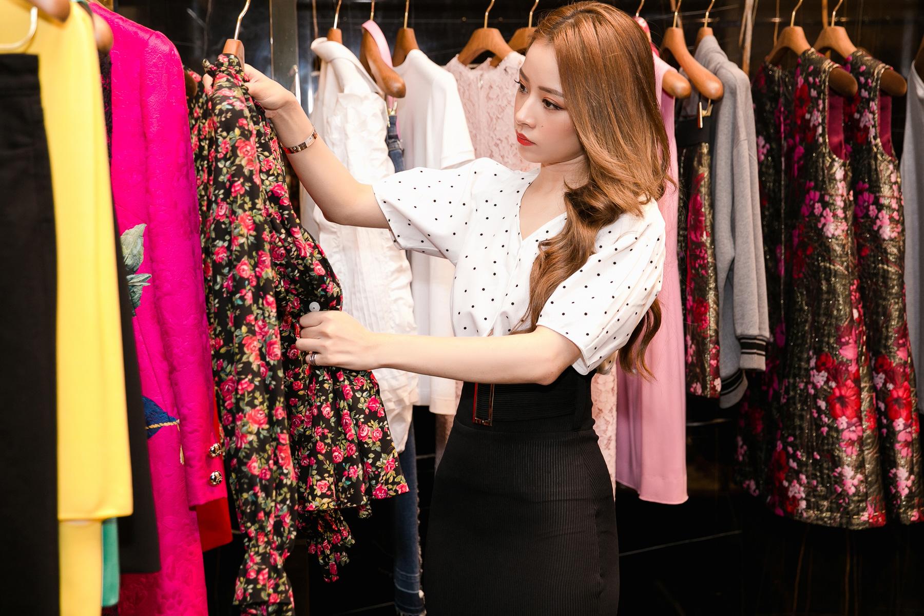 Chi Pu lựa chọn một chiếc áo in hoa