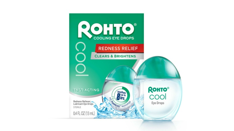 Thuốc nhỏ mắt Rohto - Cooling Eye Drops(6USD, khoảng 135.000VND) được yêu thích vì khả năng làm mắt sáng hơn tức thì.