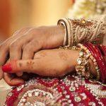 Cô dâu trẻ kiện vì bị chồng tuyên bố ly dị qua điện thoại