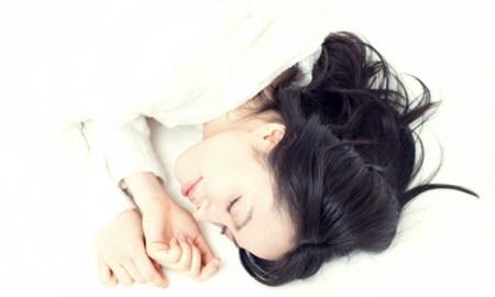 Dưỡng tóc khi ngủ, sáng dậy nhàn tênh!