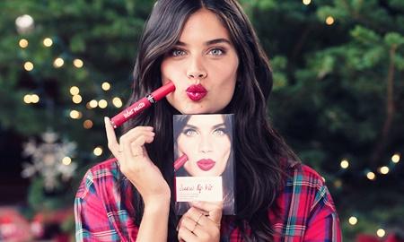 Bộ son mừng Giáng sinh của Victoria's Secret: Định nghĩa mới về sự gợi cảm!