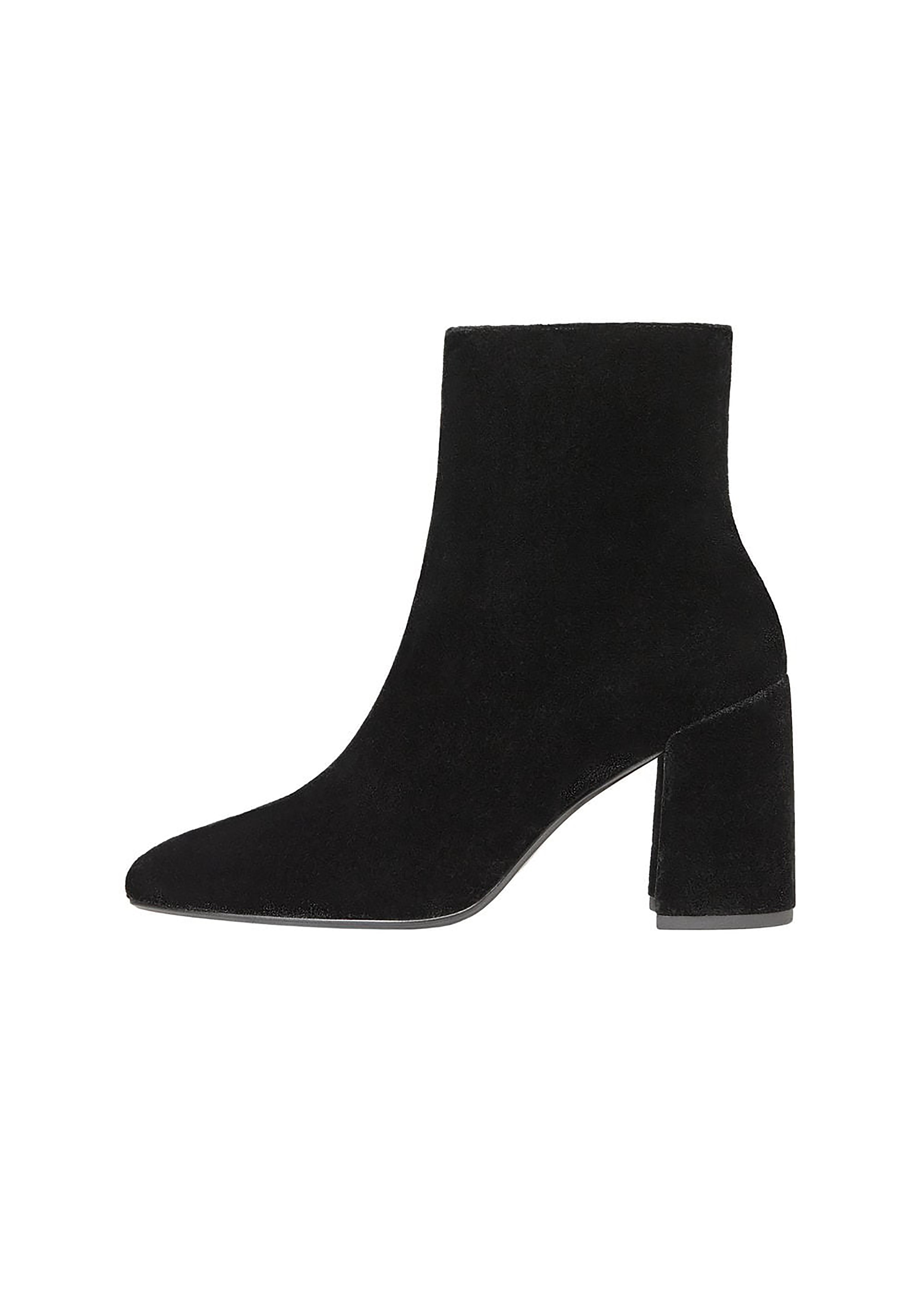 Giày boots cổ thấp gót trụ mang đến cảm giác thoải mái và vẫn tôn dáng ngọc