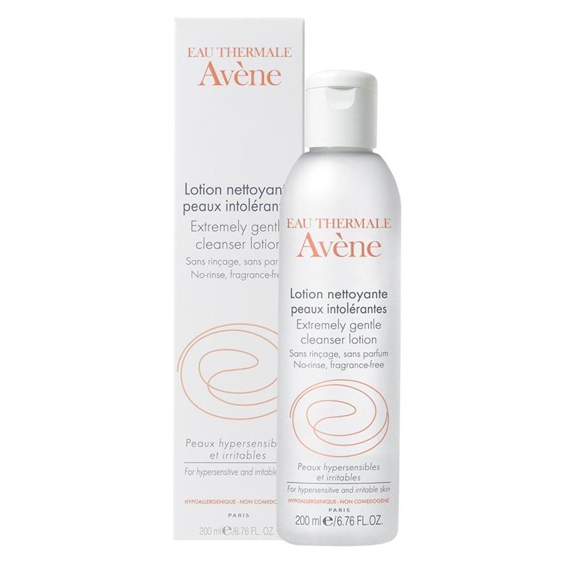 Avene Extremely gentle cleanser lotion giúp rửa mặt và làm sạch lớp make up một cách nhẹ dịu.