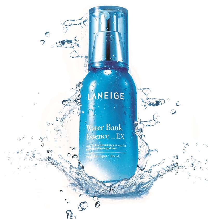 Laneige Water Bank Essence EX chứa thành phần dưỡng ẩm tự nhiên cùng với công nghệ Hydro Ion Mineral Water giúp tối ưu hóa sự cân bằng độ ẩm cho da, đánh thức các thành phần dưỡng ẩm tự nhiên trong da, mang lại hiệu quả dưỡng ẩm 24 giờ và cải thiện kết cấu da.