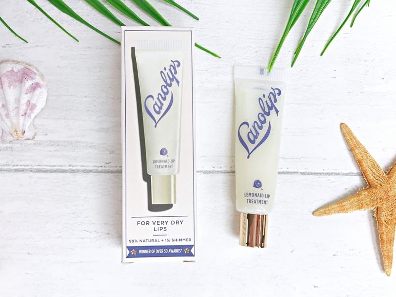 Lanolips Lemonaid Lip Treatment (16USD, khoang 360.000VNĐ) với thành phần acid chanh tự nhiên giúp nhẹ nhàng loại bỏ phần da chết cho môi