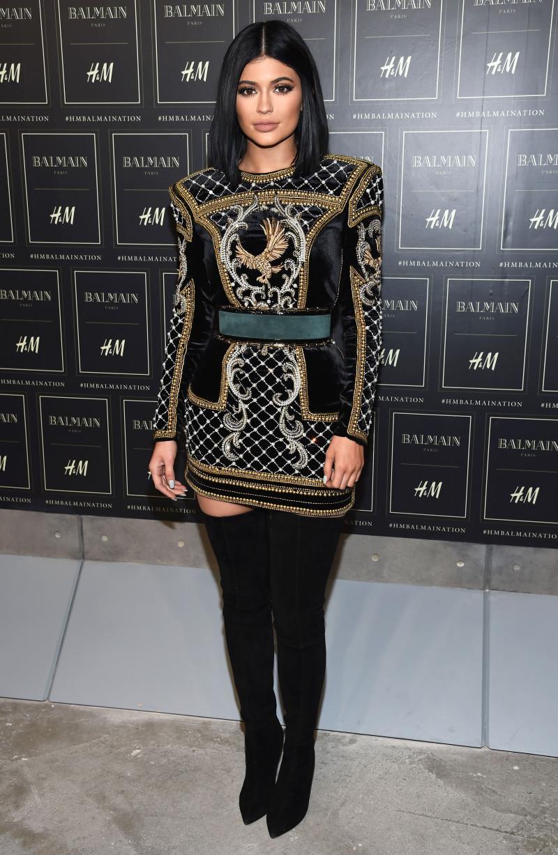 Trở thành nàng thơ của giám đốc sáng tạo Olivier Rousteing, Kylie Jenner thường xuyên xuất hiện trong các thiết kế tinh tế và gợi cảm của Balmain.