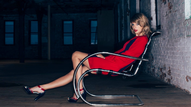 """Taylor Swift úp mở album mới trong """"phiên họp bí mật"""""""