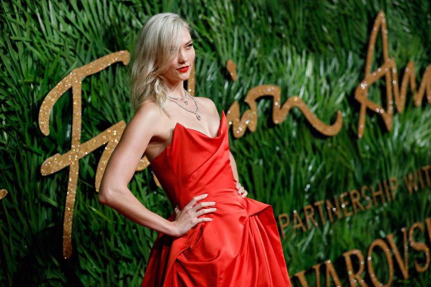 The Fashion Awards còn quy tụ nhiều tên tuổi nổi tiếng khác của thời trang như người mẫu Karlie Kloss ...