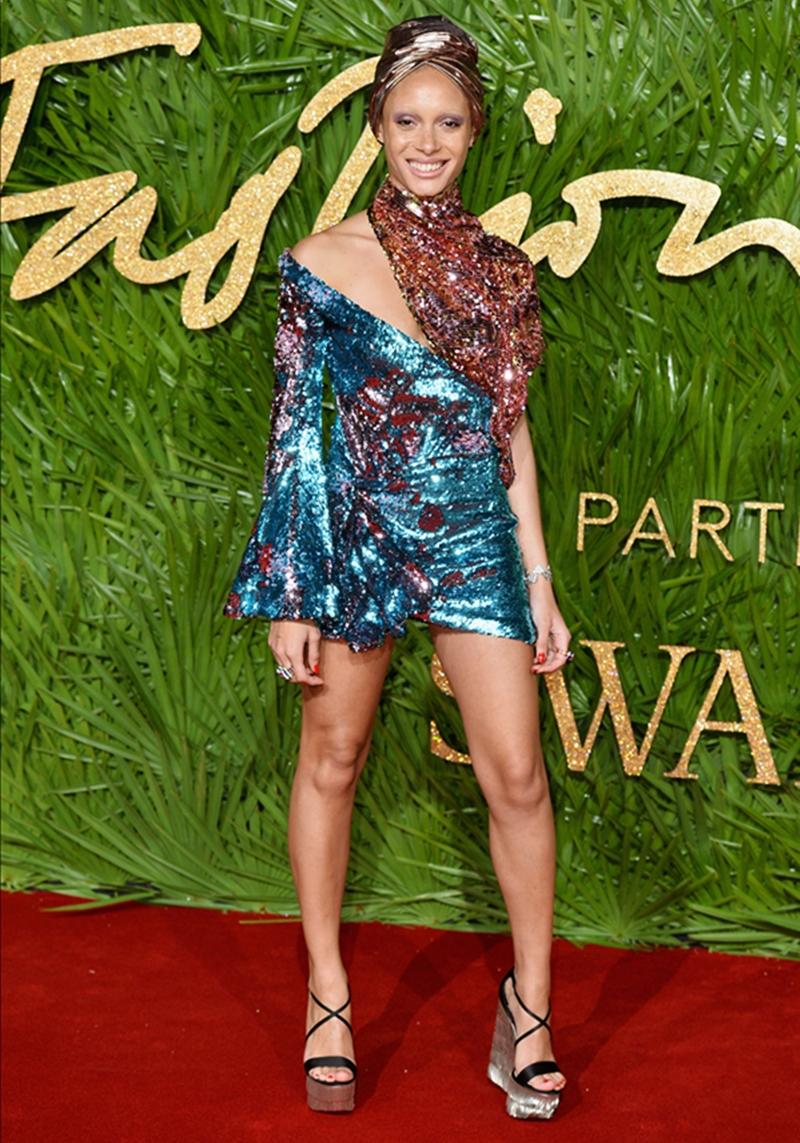 20170612_tham_do_british_fashion_awards_2017_deponline_00