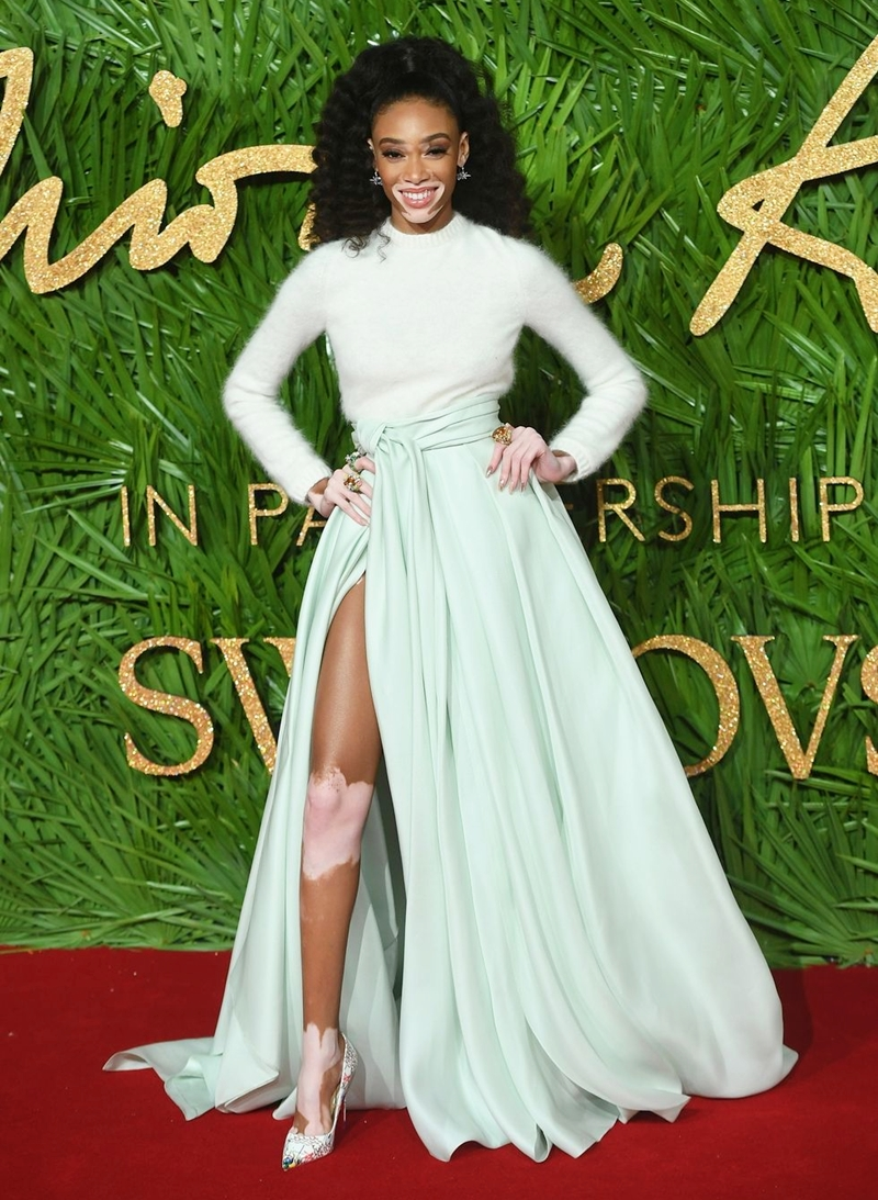 20170612_tham_do_british_fashion_awards_2017_deponline_06