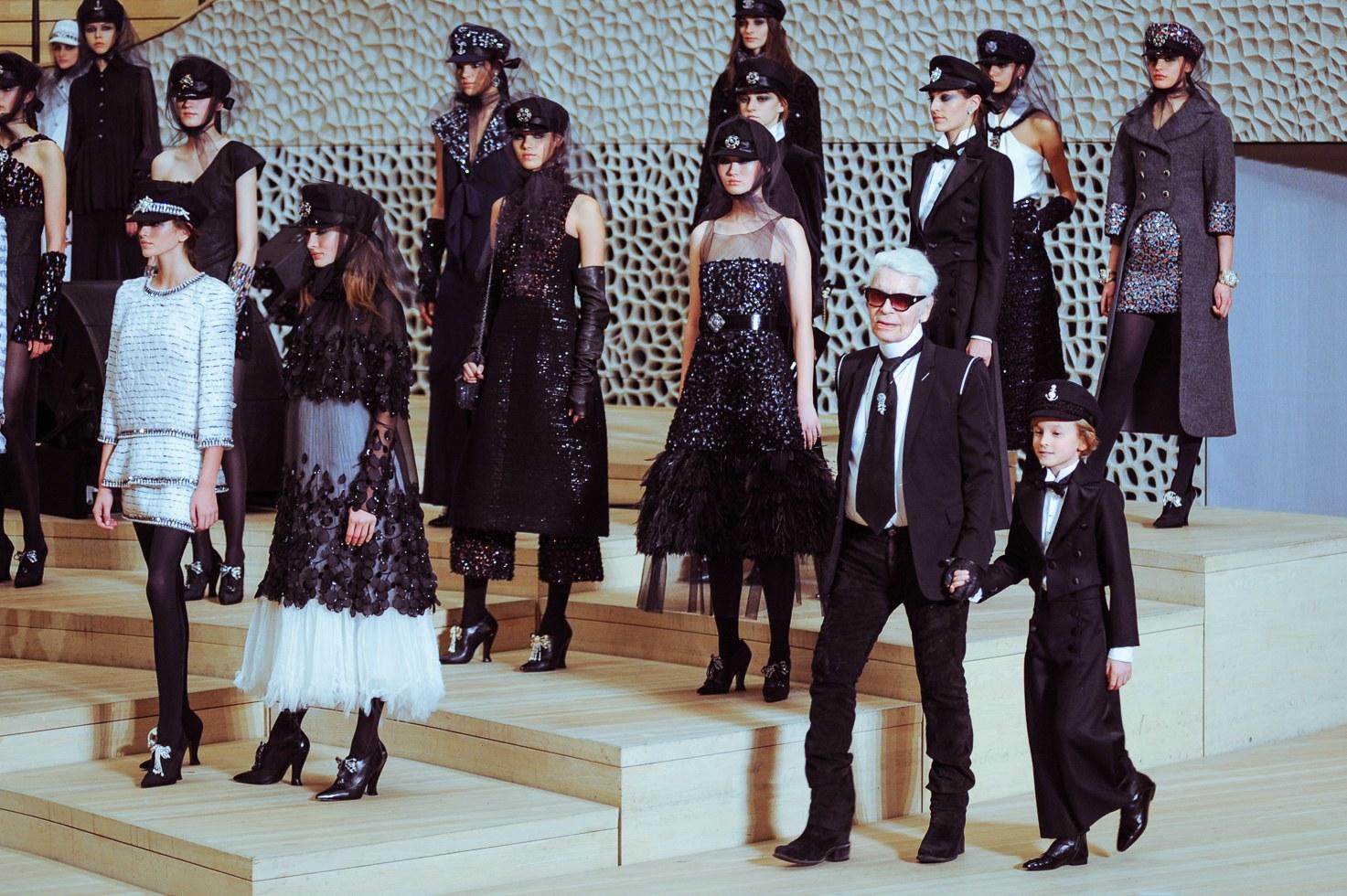 Tiếp tục xuất hiện trong show diễn mới nhất của Chanel được tổ chức tại thành phố Hamburg, Đức - Hudson Kroenig cho thấy sự nghiệp người mẫu của cậu chưa hề có dấu hiệu dừng lại.