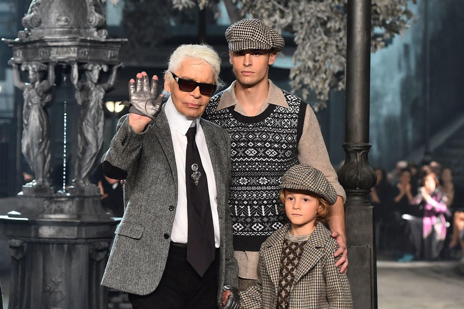 Hudson thường xuyên xuất hiện cùng nhiều chàng thơ và nàng thơ của Karl Lagerfeld; như với người mẫu Baptise Giabiconi tại show diễn Chanel Paris-Rome.