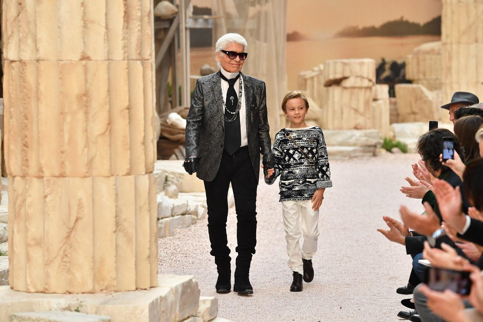 Hudson đảm nhận vai trò vedette trong show diễn Cruise Paris-Hy Lạp.