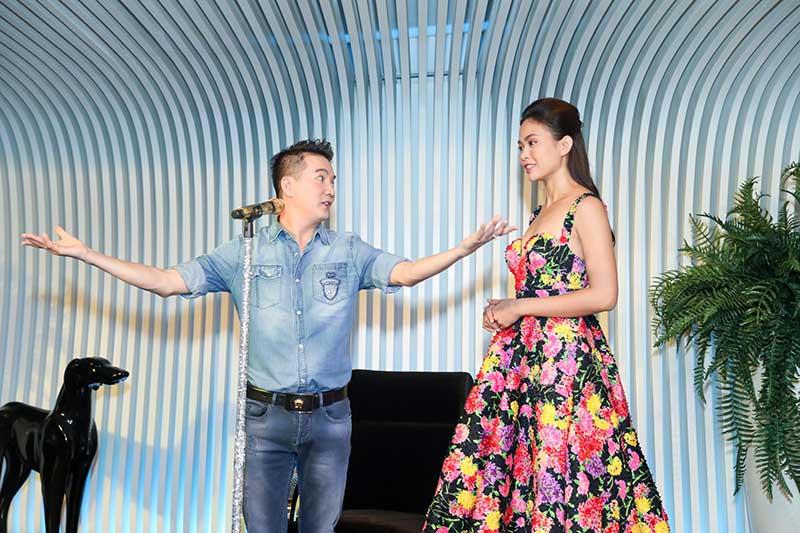 Mâu Thủy được Đàm Vĩnh Hưng chỉ dạy kỹ thuật trình diễn trên sân khấu. Cô đầu tư khá lớn cho vòng chung kêt sắp diễn ra.