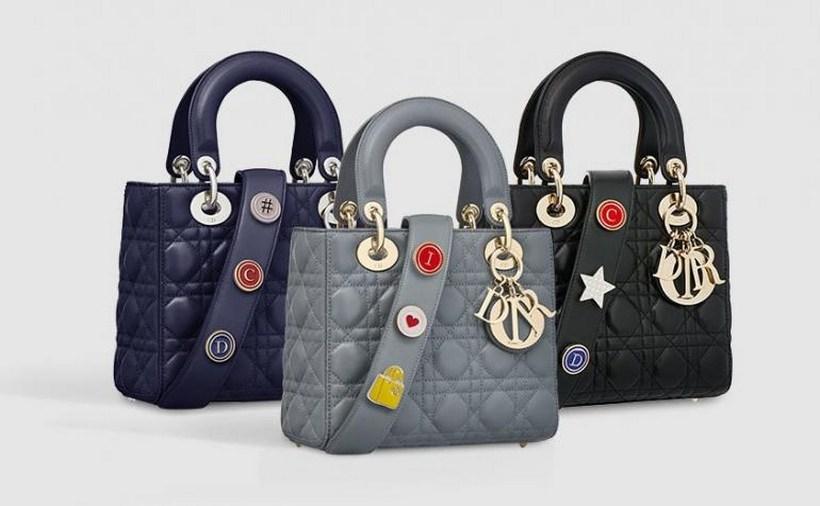 """Tùy biến với chiếc túi """"hoàng gia"""" cho mùa Giáng Sinh 2017"""