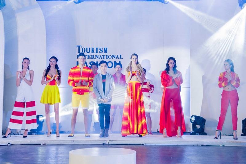 Tourism International Fashion Week là cơ hội để các thí sinh thể hiện khả năng catwalk tự tin.