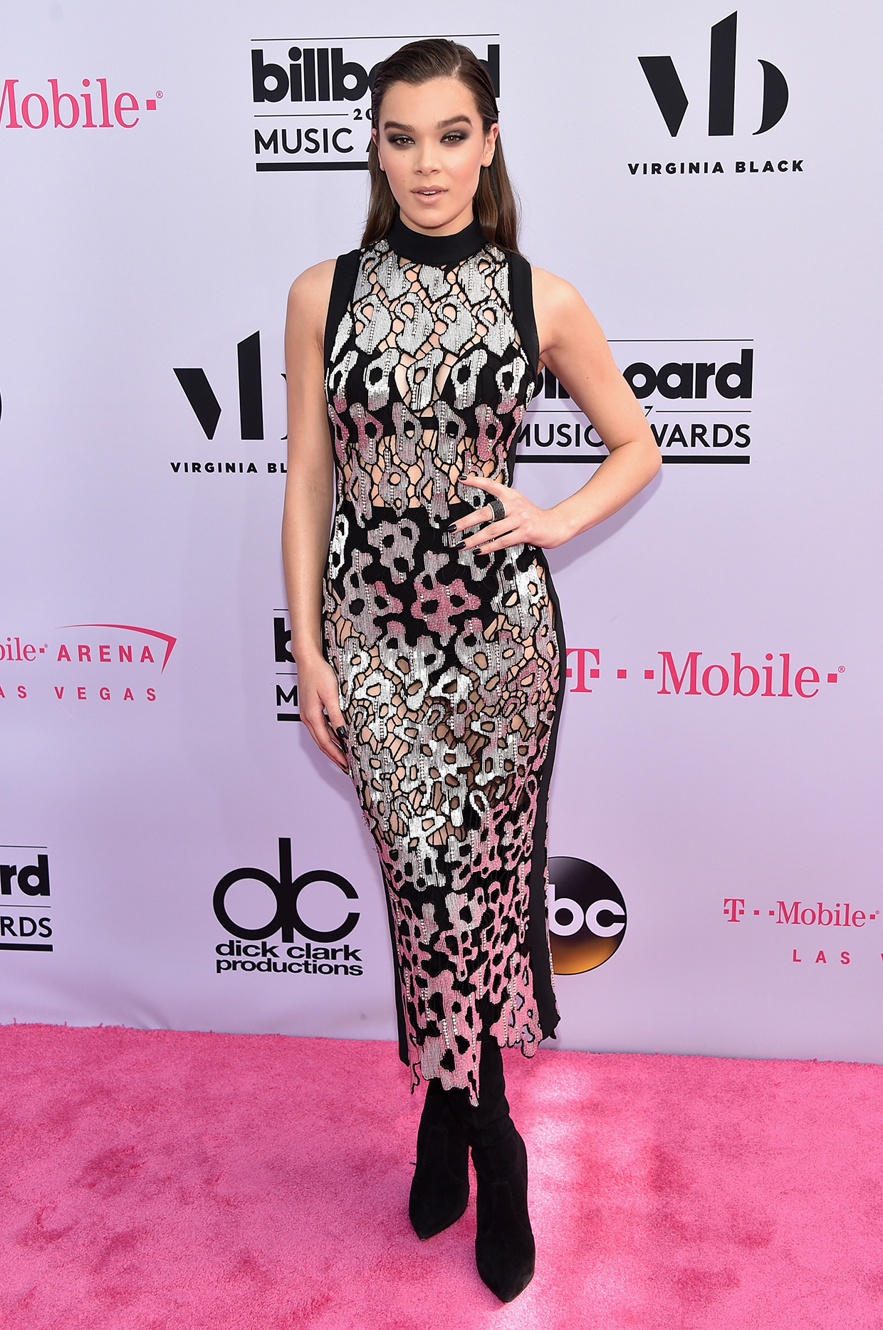 LAS VEGAS, NV - MAY 21: Singer Hailee Steinfeld attends the 2017 Billboard Music Awards at T-Mobile Arena on May 21, 2017 in Las Vegas, Nevada. (Photo by John Shearer/Getty Images)